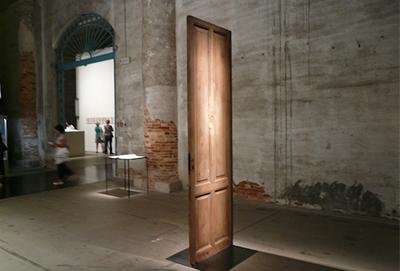 Alba von Eduardo Basualdo, 2014, Fotografiert auf der Biennale in Venedig