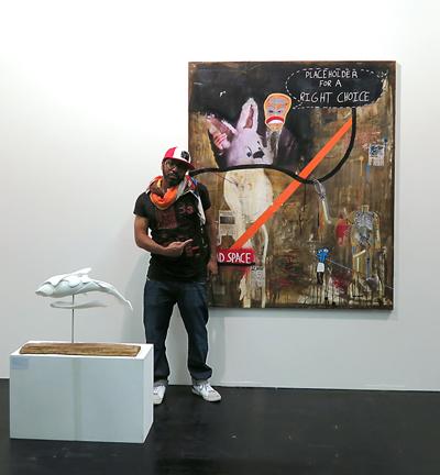 """MuniqueART Stand BL06 auf der BLOOOM – Ray Moore vor seinem Bild """"Chose right, never have regrets"""" in Köln"""